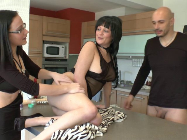 amatrice eduquée à la sodomie devant son mari