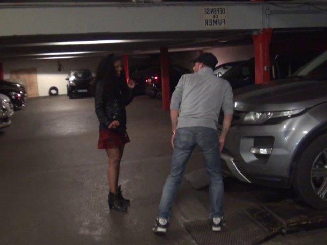 sodomie d'une fille des antilles dans un parking parisien