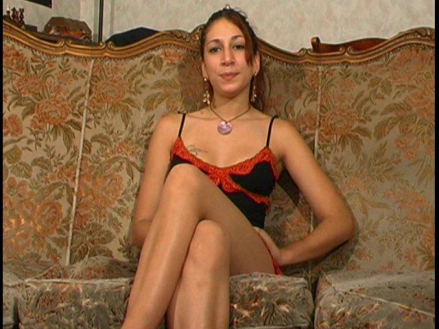 un jeune fille de 19 ans 'eclate dans le porno