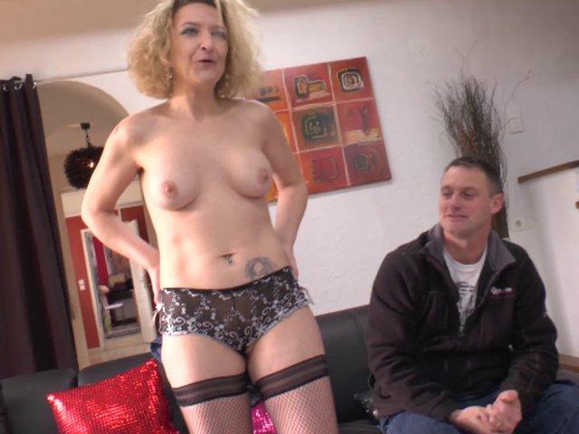 Un couple amateur se lance dans le porno amateur.
