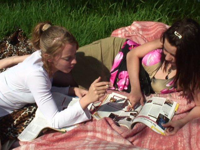 peter le cul de deux jeunes demoiselles en plein air