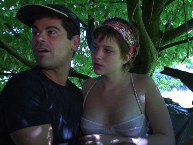 ils pensaient être seul tous les deux dans les bois !!!