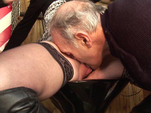 se faire lecher la chatte par un vieux