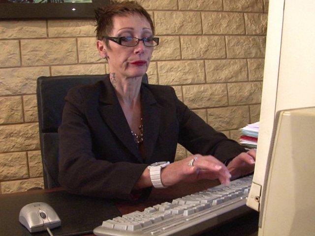 ma patronne de 57 ans aime que je la baise