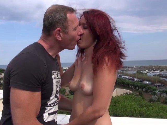 couple libertin baise en vacances au cap d'agde.